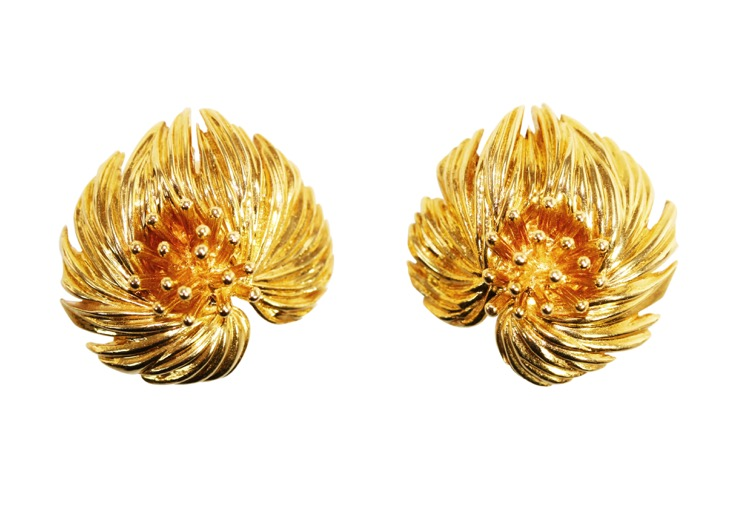 Pair of 18 Karat Gold Earclips by Van Cleef & Arpels, Paris, 1959 - Image #4