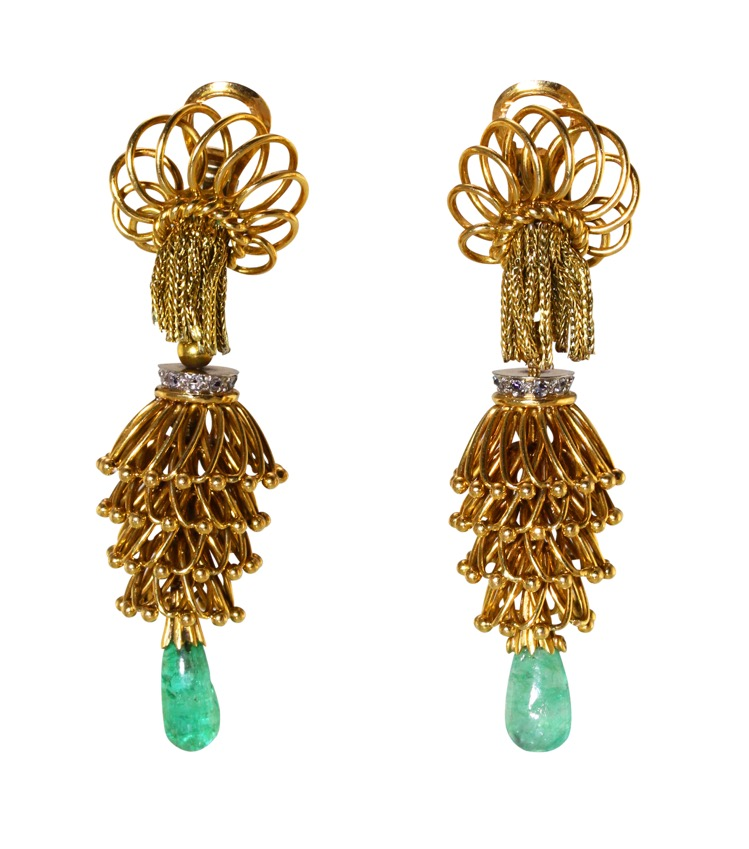 Pair of 18 Karat Gold, Platinum, Emerald and Diamond Earclips, France, circa 1940