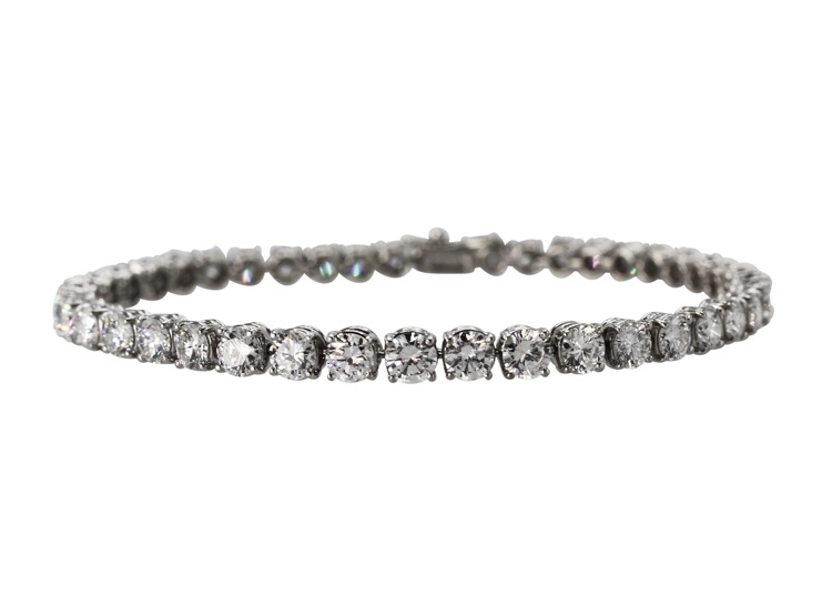 18 Karat White Gold and Diamond Straight-Line Bracelet