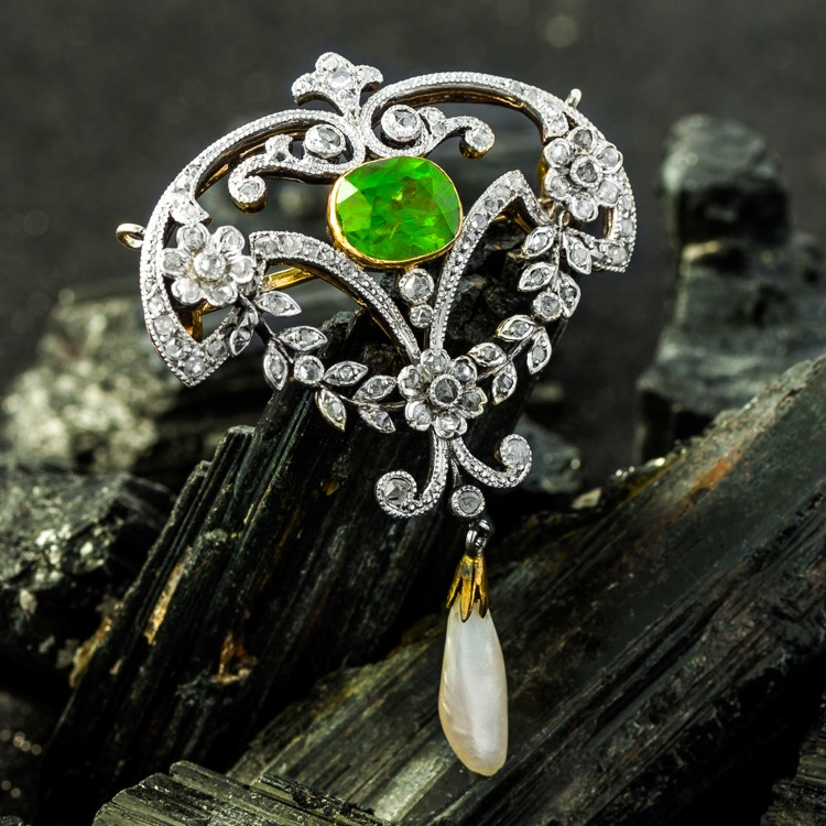 Edwardian 18 Karat Yellow Gold, Platinum, Demantoid, Diamond and Pearl Brooch