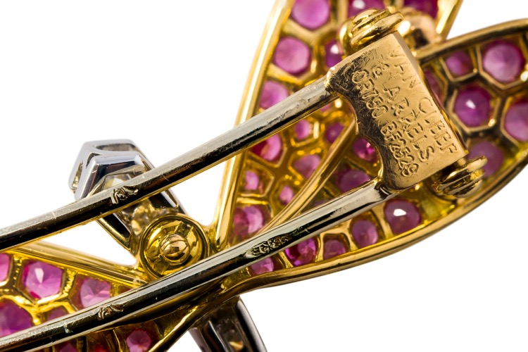 Pair of 18 karat two-toned gold, diamond and pink sapphire dragonfly brooches by Van Cleef & Arpels - Image #4