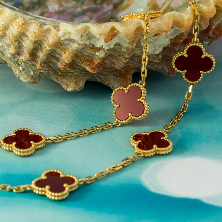 Vintage Alhambra long necklace, 20 motifs, yellow gold, carnelian\n\n