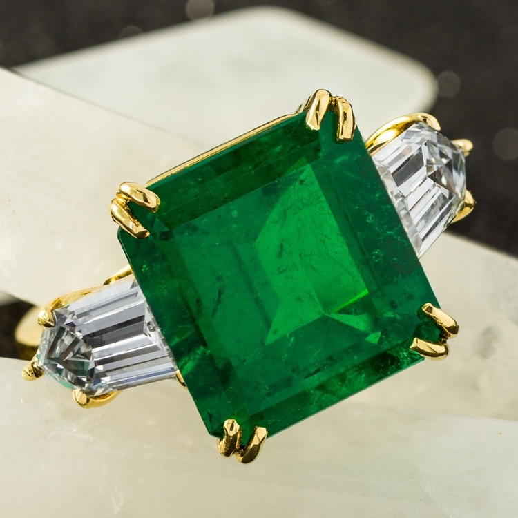 18 Karat Yellow Gold Emerald Diamond Ring