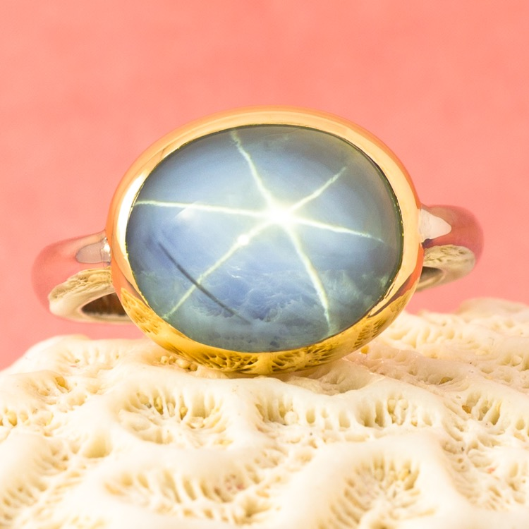 18 Karat White and Yellow Gold Star Sapphire Ring