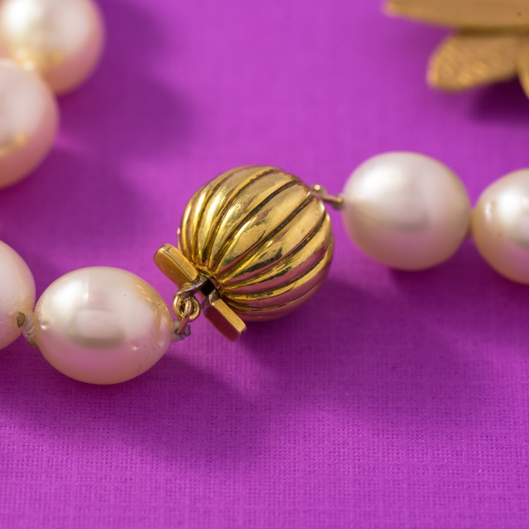 18 Karat Yellow Gold South Sea Pearl Necklace