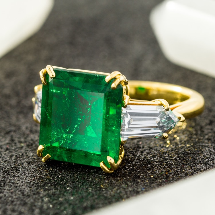 18 Karat Yellow Gold Emerald Diamond Ring - Image #2