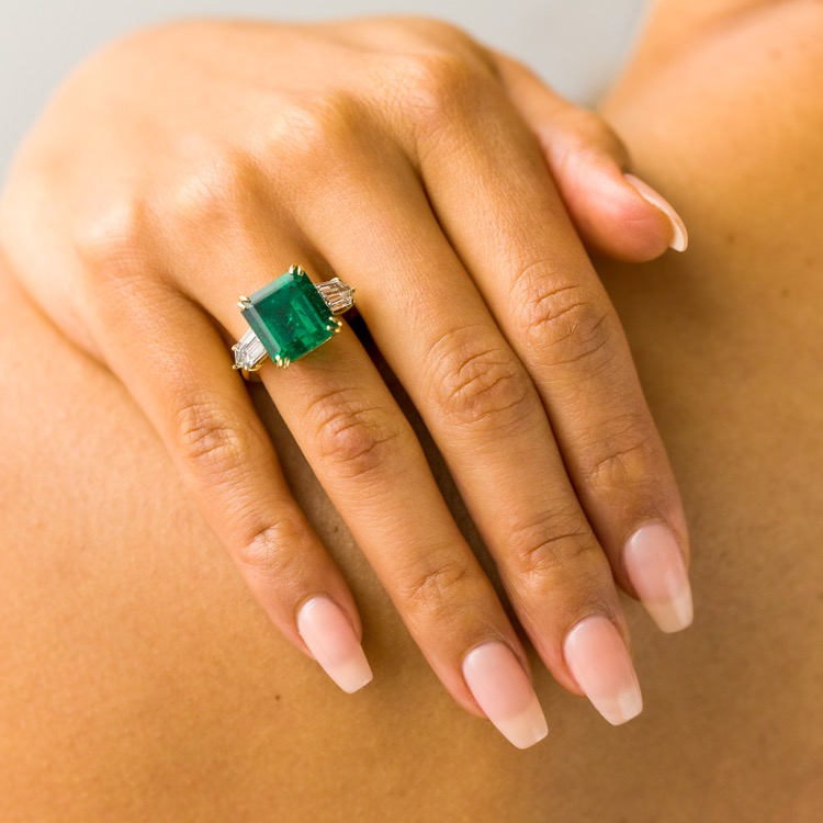 18 Karat Yellow Gold Emerald Diamond Ring - Image #3