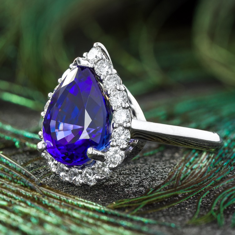 18 Karat White Gold Tanzanite Diamond Ring