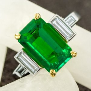 Platinum, 18 Karat Yellow Gold Colombian Emerald and Diamond Ring